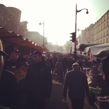 Early morning at the Marche Menilmontant.