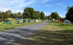 This is the view when coming from the entrance of the campground. The buildings in the background are the toilets and showers, open 23 hrs a day.
