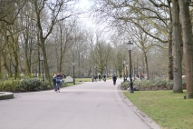 The main route through Oosterpark.